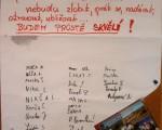 nebudeme zlobit - budeme prostě skvělí - stvrdili popdpisem žáci Základní školy v Novém Městě